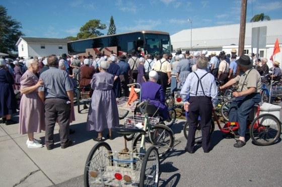 Amish-crowd