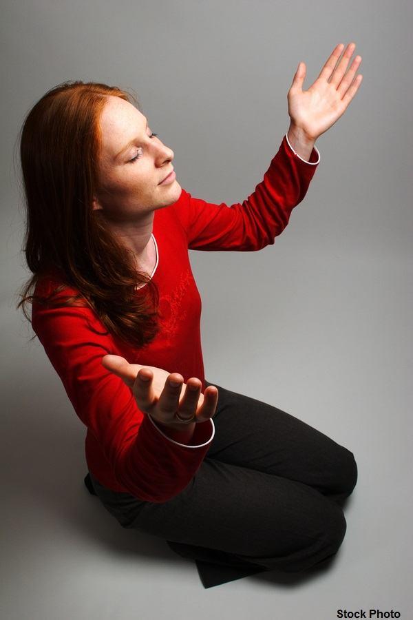 woman-Worshipping-God