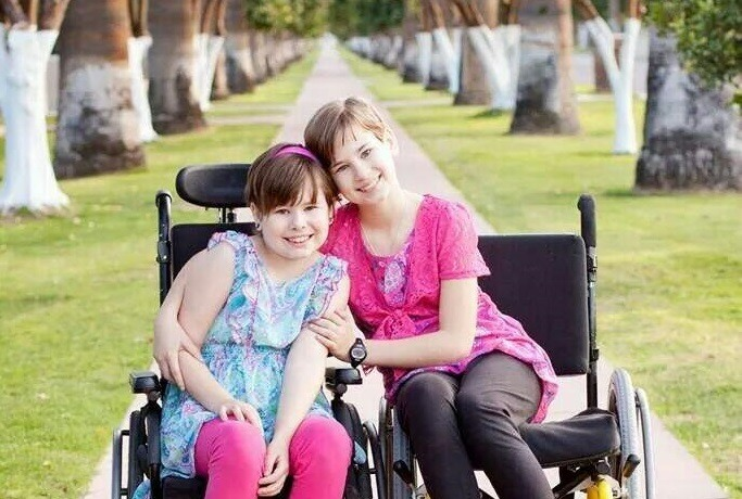 Diegel-sisters-in-wheelchairs2