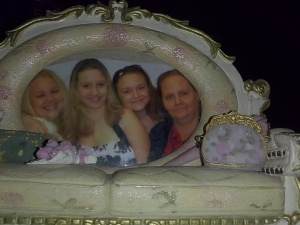Crystal, her mother and two sisters