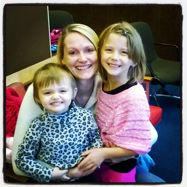 Leean and her 2 daughters.