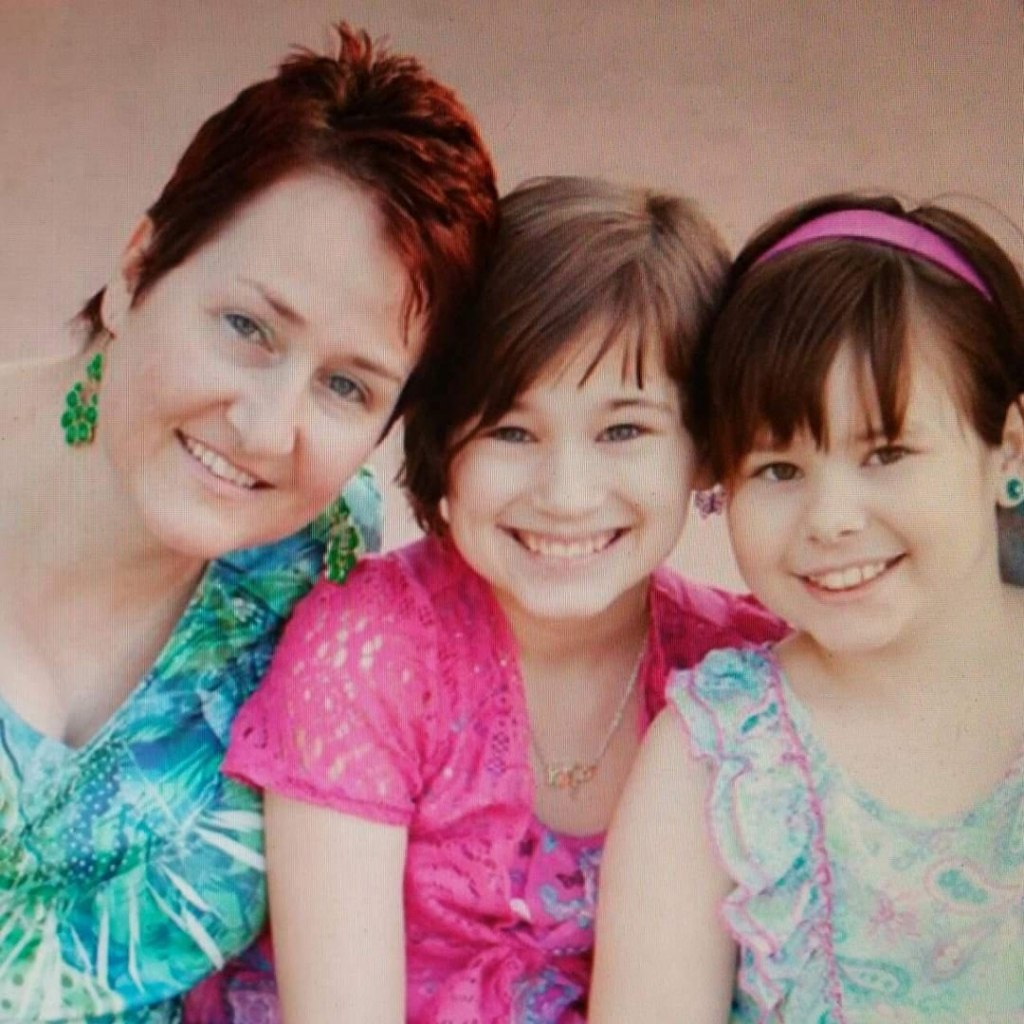Melissa Diegel with daughters