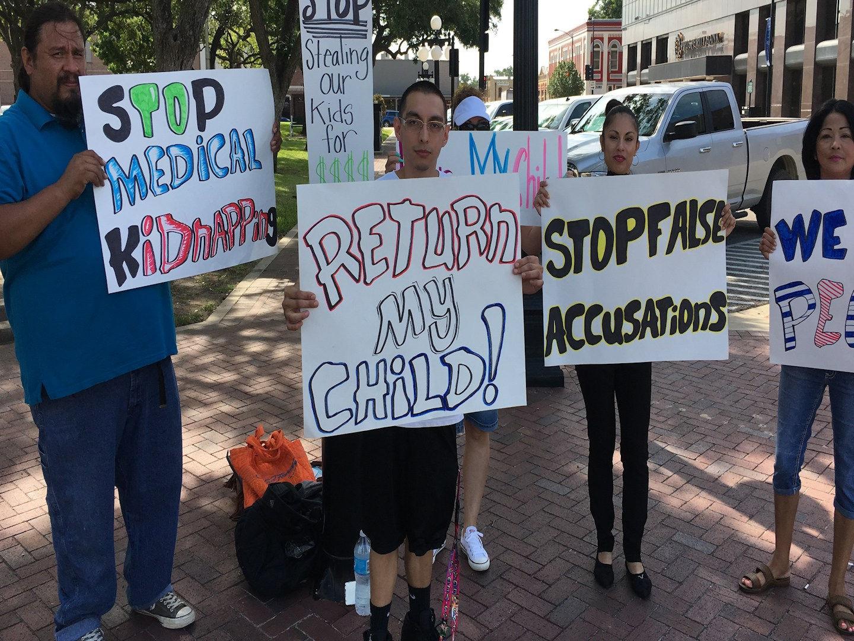 Texas-Protest-Gardasil-Shot-Medico-Kidnap