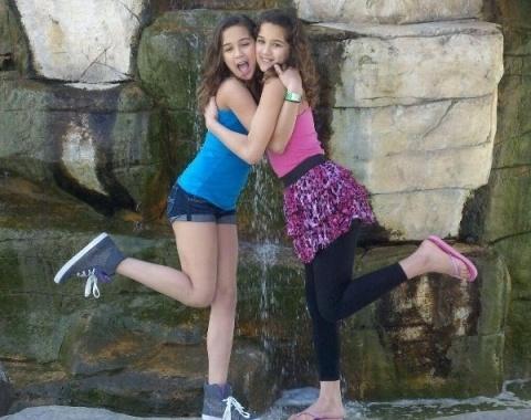 Abbie-and-Alexis-cute-e1461069286516